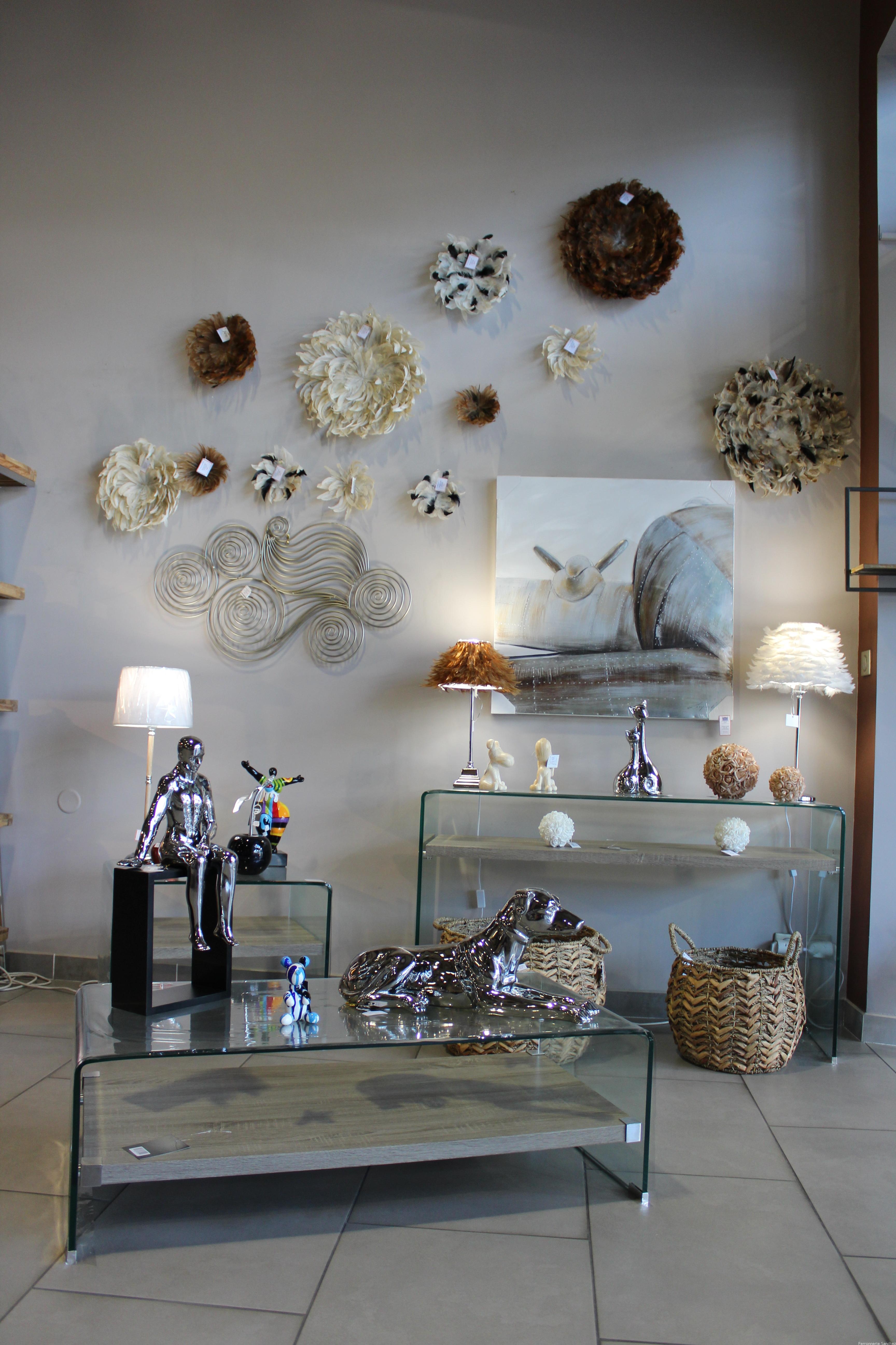 Console,bout de canapé,table basse verre et bois,Décor mural et lampe plume, panier,tableau