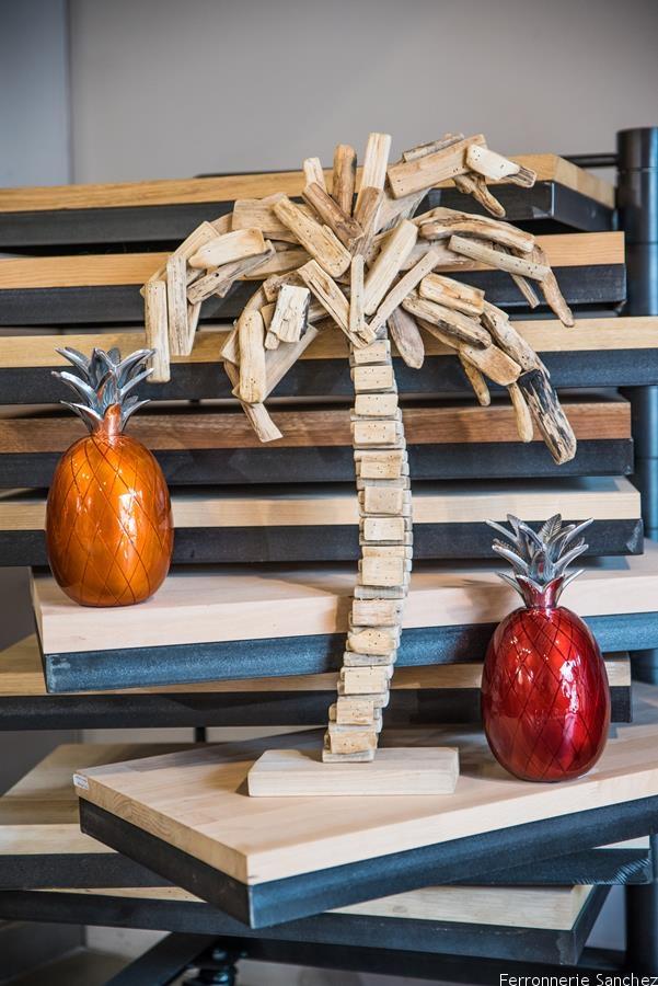 Palmier bois, ananas orange et rouge