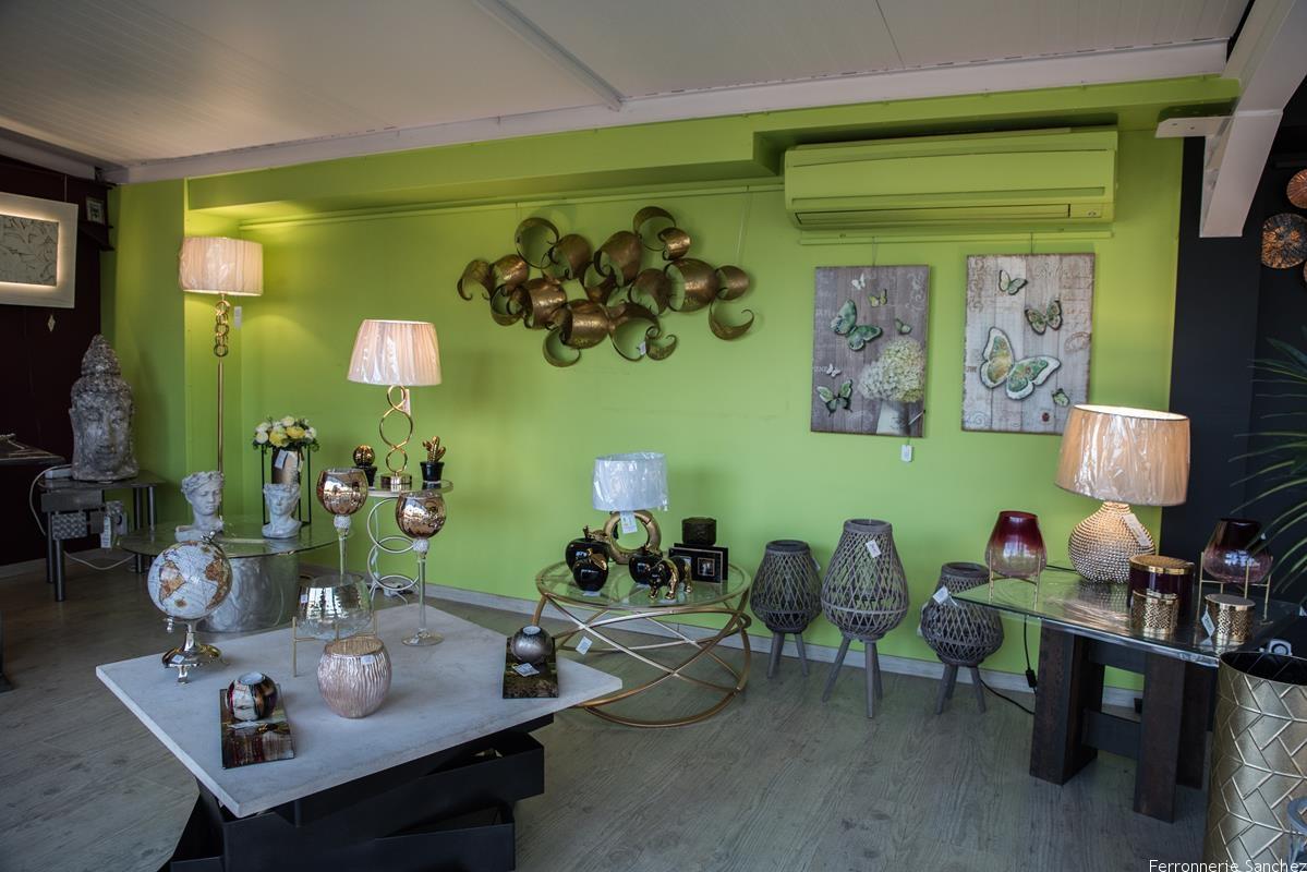 Table basse métal et pierre,métal et verre,lampadaire,tableaux,lampes,Décor mural,photophores